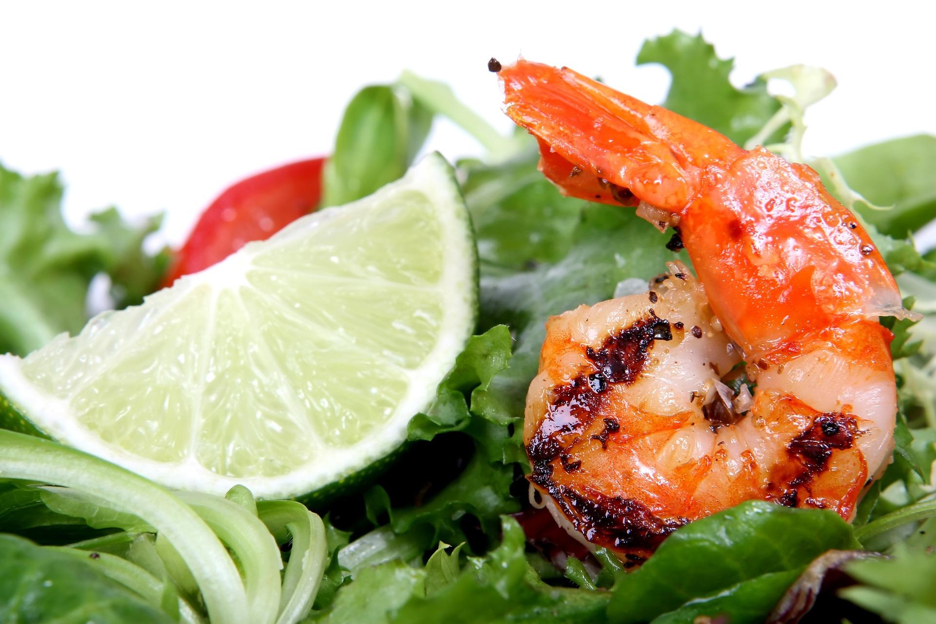 Limetkové krevety se sezamovým salátem