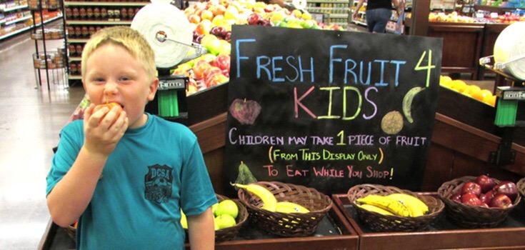 Ovoce zdarma pro děti v supermarketech